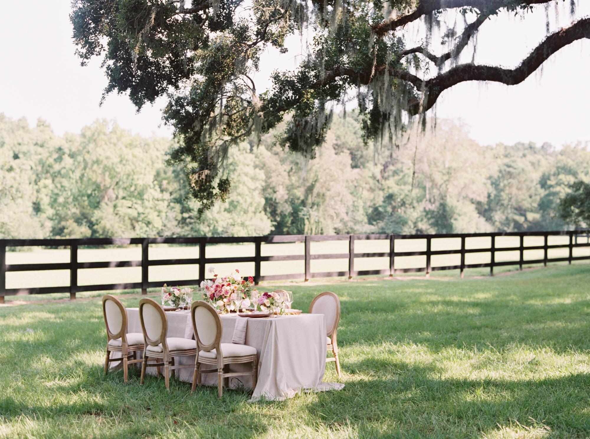 0010_CourtneyHansonPhotography_Boone_Hall_Plantation_Wedding-14.jpg